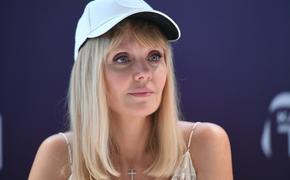 """Певица Валерия показала """"честное"""" фото своего лица крупным планом"""