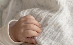 В одном из домов Петербурга нашли брошенного грудного ребенка