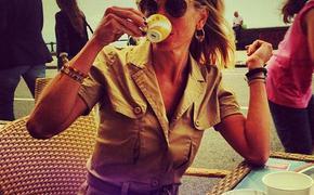 """""""Вся такая домашняя"""", - пользователи сети обсуждают Юлию Высоцкую в новом платье"""