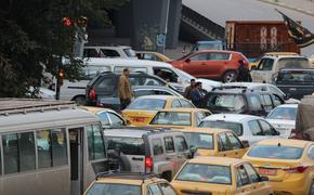 Столичных автомобилистов предупредили о серьёзных пробках на дорогах