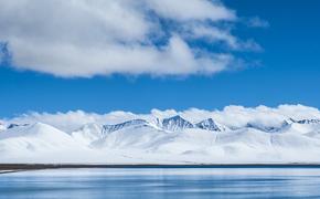 Болтон призвал береговую охрану США ослабить военное влияние РФ в Арктике