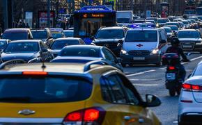 Московских автомобилистов предупреждают о загруженности дорог после 15:00