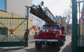 Дом-интернат для ветеранов загорелся в Петрозаводске, часть людей эвакуировали