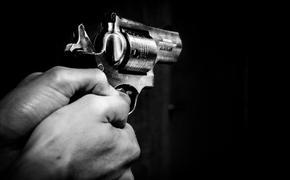 В Московской области таксист начал стрелять из пулемета возле жилого дома