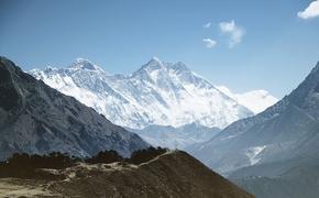 На склоне Эвереста был найден альпинист без сознания