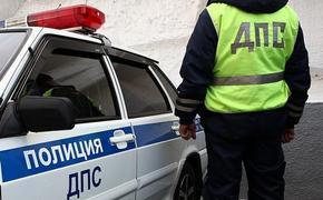 В Москве автомобиль наехал на парапет подземного перехода