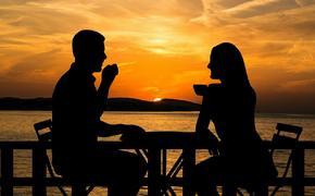Психолог назвала пять необычных признаков, которые помогут уличить мужа в измене