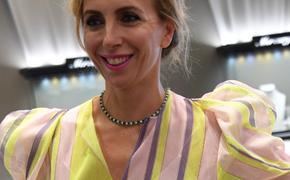 В сети обсуждают 50-летнюю Светлану Бондарчук  в мини-платье