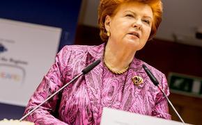 Экс-президент Латвии обиделась на латвийцев и пригрозила, что ее похоронят в Канаде