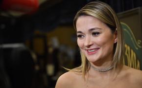 Актриса Надежда Михалкова перестала скрывать лицо маленького сына