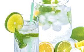Диетолог рассказала, какие напитки помогут утолить жажду в летнее время года