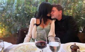 В сети попали фото, как Цекало милуется с молодой женой на дне рождения Дарины