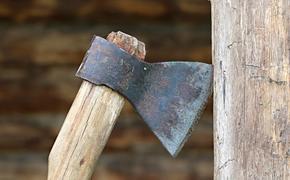 В Татарстане мужчина напал с топором на многодетную мать