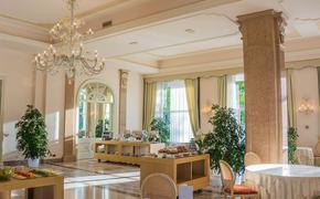Глава Минпромторга Мантуров в командировках селился в 5-звездочных отелях в номерах президент-класса