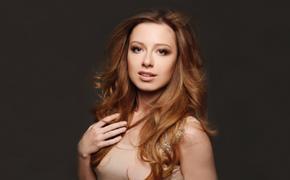 Певица Юлия Савичева в честь дочери сделала татуировку