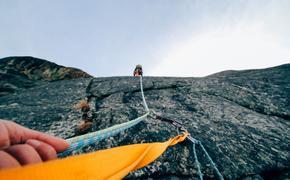 В Приэльбрусье выжил альпинист, сорвавшись в ущелье с высоты в 3,6 км