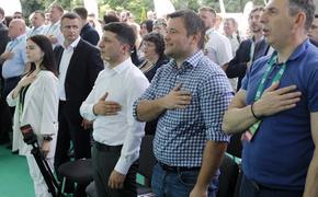 В СМИ сообщили о стремительном падении рейтинга партии Зеленского перед выборами