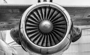 Самолет МЧС вернулся в Москву из-за неисправности одной из систем