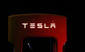 Жительница Екатеринбурга отсудила около 20 млн рублей за неисправный Tesla