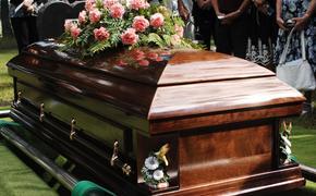 "Похоронное бюро перепутало покойников. Люди просят помощи, они хотя найти ""свою бабушку"""