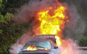 После аварии на востоке Москвы загорелся автомобиль