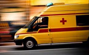 Пассажирский автобус и грузовик с металлоломом столкнулись в Петербурге