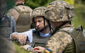 Украинцы  возмущенно обсуждают в сети поведение Зеленского при встрече с главой Минобороны Полтораком