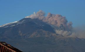 Усиление активности вулкана Этна привело к сбоям в работе аэропортов на Сицилии
