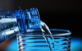 Около 80% питьевой воды в РФ оказалось подделкой