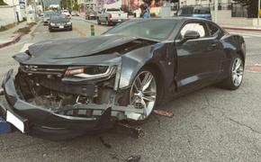 В Москве легковой автомобиль врезался в гостиницу