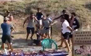 Возле Генуэзской крепости в Судаке фотографы с животными избили туристов, отказавшихся платить за фото с орлами