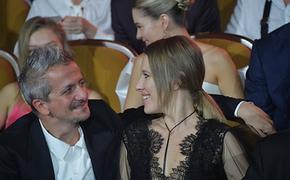 Ксения Собчак опубликовала фото, как она целует Константина Богомолова в день его рождения