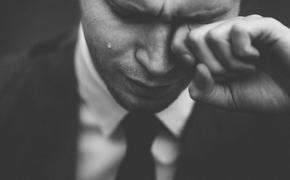 Четыре признака, по которым можно определить мужчину - маменькиного сынка