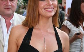 Актриса Любовь Толкалина всколыхнула сеть, выложив фото в прозрачном  пляжном платье в Крыму