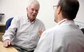Три способа помочь себе при резкой боли в сердце без таблеток раскрыли эксперты