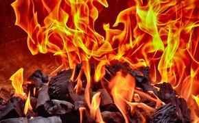 На военном складе армии Украины в Донбассе произошел пожар, сгорела дорогостоящая американская аппаратура