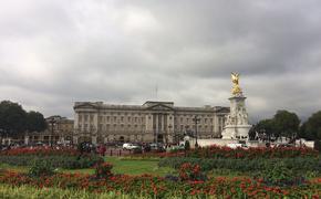 Королева Великобритании  Елизавета II посетовала, что Дональд Трамп испортил ей лужайку