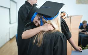 В Минпросвещения рассказали, почему нельзя лишить школьников оценок