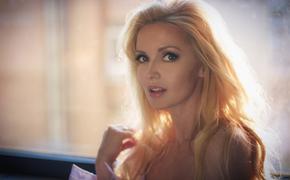 Актриса Ирина Баринова: «Я спокойно отношусь к драгоценностям, мехам, брендам»