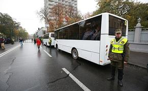 На подъезде к  Киеву замечены  автобусы с  силовиками, вооруженными  автоматами