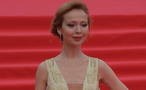 Снимок 43-летней актрисы Елены Захаровой в блестящем мини-платье привел в восторг фанатов