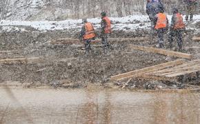 Три автомобиля были найдены водолазами на месте прорыва дамб в Красноярском крае