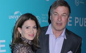 Супруга актера Алека Болдуина потеряла второго ребенка за полгода