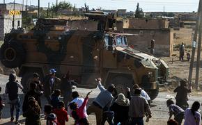 В Сирии курды сдают оружие и берутся за булыжники. Достаётся и русским