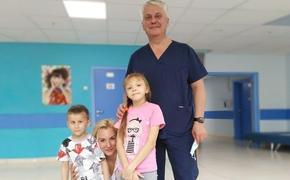 Из-за увольнения единственного в России врача-трансплантолога отменены операции младенцам