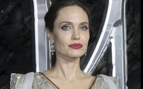 "Анджелина Джоли сделала Брэду Питту ""царский подарок"""