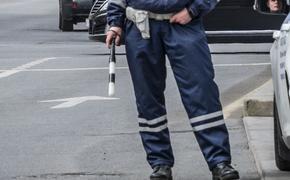 Подростки на отечественной машине наехали на сотрудника ГИБДД в Подмосковье