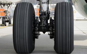 У пассажирского самолета при посадке во Внуково возникли проблемы с шасси