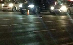 Мужчина специально повредил два автомобиля  Mercedes на парковке около дома в Москве