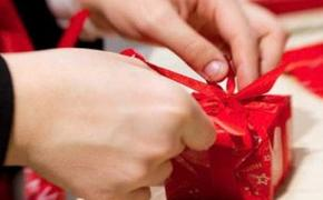 Эксперты выяснили, что и за сколько россияне будут дарить детям на Новый год